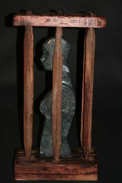sculpture en mabre, bois et fer rouillé Libertaïdes, de Patrick Vogel