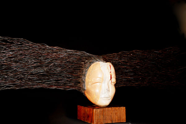 sculpture en marbre, bois et fer Myaïdes II, de Patrick Vogel